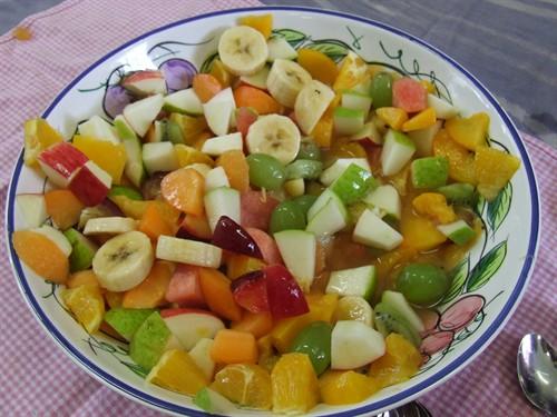Karışık Meyve Salatası, Karışık Meyve Salatası Tarifi, Resimli Oktay Usta Karışık Meyve Salatası Tarifi Yapılışı