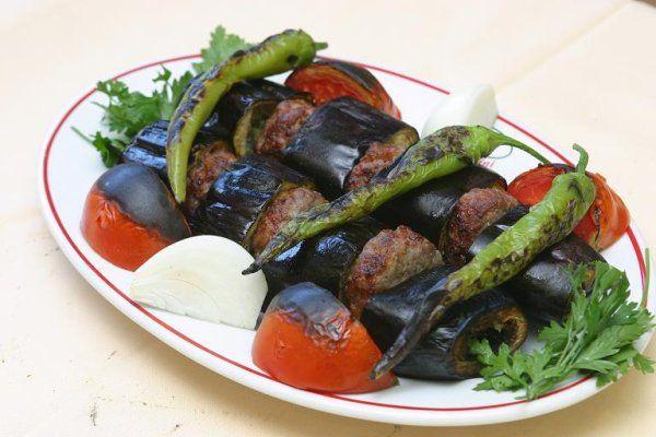 Patlıcanlı Kebap, Patlıcanlı Kebap Tarifi, Resimli Oktay Usta Patlıcanlı Kebap Tarifi Yapılışı