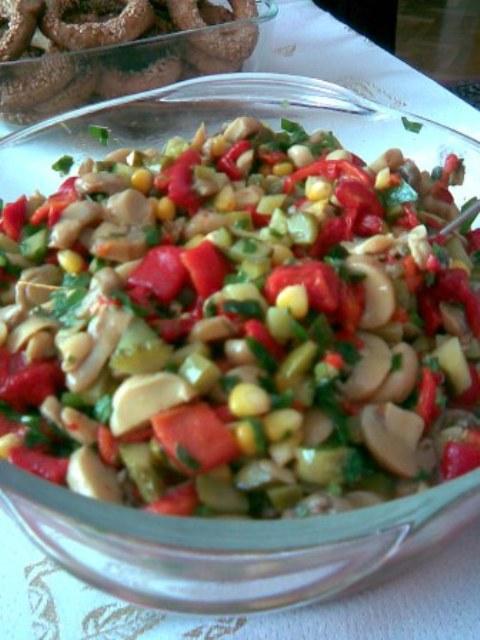Mantar Salatası, Mantar Salatası Tarifi, Resimli Oktay Usta Mantar Salatası Tarifi Yapılışı