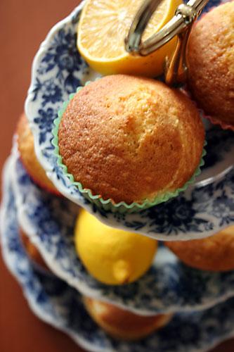 Limonlu Kremalı Kekler, Limonlu Kremalı Kekler Tarifi, Resimli Oktay Usta Limonlu Kremalı Kekler Tarifi Yapılışı