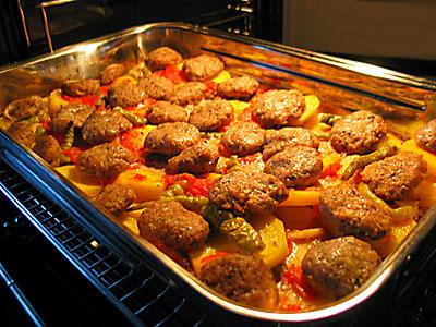 Fırında Köfte ve Patates, Fırında Köfte ve Patates Tarifi, Resimli Oktay Usta Fırında Köfte ve Patates Tarifi Yapılışı