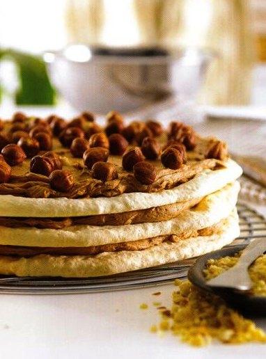 Çikolata Kremalı Beze Pastası Tarifi Yapılışı,Çikolata Kremalı Beze Pastası Tarifi, Resimli Oktay Usta Çikolata Kremalı Beze Pastası Tarifi Yapılışı