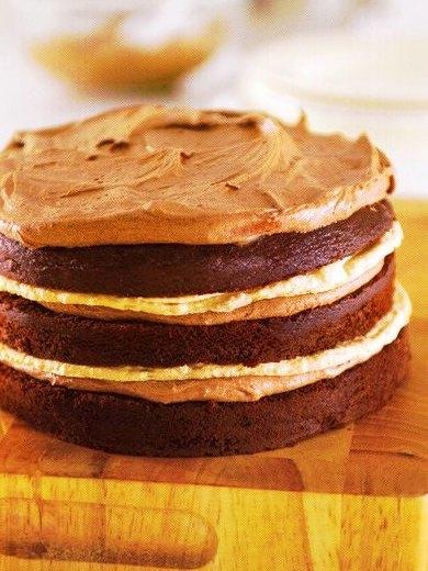 Çikolatalı Bademli Beze Pastası Tarifi Yapılışı,Çikolatalı Bademli Beze Pastası Tarifi, Resimli Oktay Usta Çikolatalı Bademli Beze Pastası Tarifi Yapılışı
