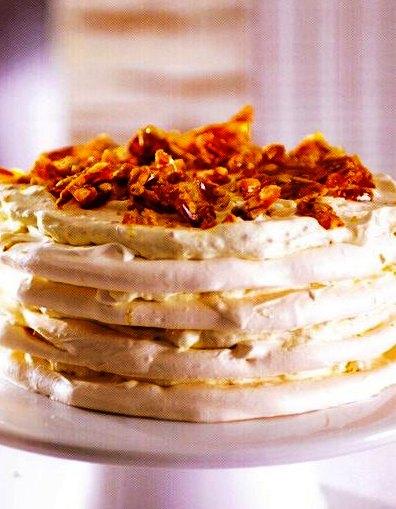 Çamfıstıklı Pralin Beze Pastası Tarifi Yapılışı,Çamfıstıklı Pralin Beze Pastası Tarifi, Resimli Oktay Usta Çamfıstıklı Pralin Beze Pastası Tarifi Yapılışı