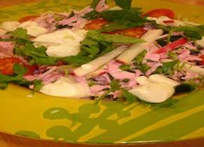 Pembe Soslu Ocak Salatası, Pembe Soslu Ocak Salatası Tarifi, Resimli Oktay Usta Pembe Soslu Ocak Salatası Tarifi Yapılışı