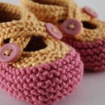 Sarı Pmbe Düğmeli Bebek Patik Örneği 150x150 Bebek Patik Modelleri