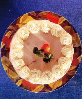 CÇilekli Donmuş Mus Kek, Çilekli Donmuş Mus Kek Tarifi, Resimli Oktay Usta Çilekli Donmuş Mus Kek Tarifi Yapılışı