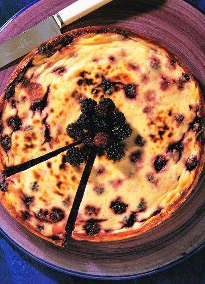 Fırınlanmış Böğürtlenli Cheesecake, Fırınlanmış Böğürtlenli Cheesecake Tarifi, Resimli Oktay Usta Fırınlanmış Böğürtlenli Cheesecake Tarifi Yapılışı