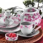 çiçeklerle süslü kahvaltı seti modeli