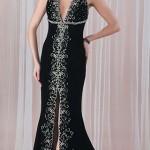 Dekolteli önden yırtmaçlı işlemeli siyah abiye elbise modeli