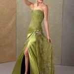 Yeşil yırtmaçlıişlemeli abiye elbise modeli