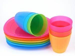 bigstock-plastic-cups-and-plates-580419-300x224