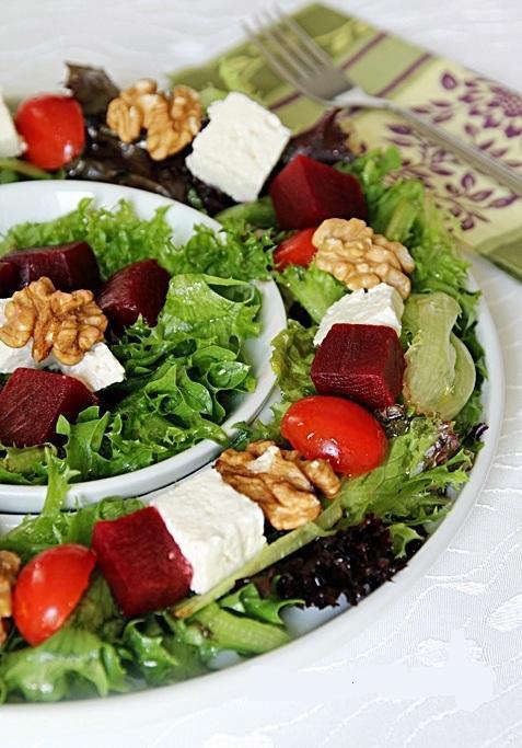 Peynirli Pancarlı Akdeniz Salatası