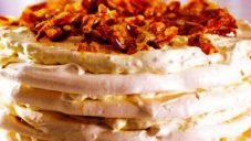 Çamfıstıklı Pralin Beze Pastası