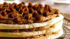 Çikolata Kremalı Beze Pastası